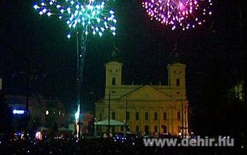 ab04cda496 Debrecen – Az állam fizeti idén augusztus 20-án a debreceni tűzijátékot. A  tervek szerint tízszer annyi pénzt költenek majd a pirotechnikai  bemutatóra, ...