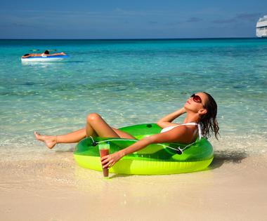 Meg fogsz lepődni, ha megtudod, miből van a trópusi tengerpartok csodálatosan szép homokja!