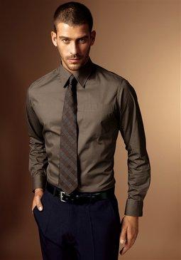 c185dadf9f Hogyan vásároljak valóban minőségi öltönyt, jóval a piaci ár alatt? (avagy  milyen egy igazi outlet)
