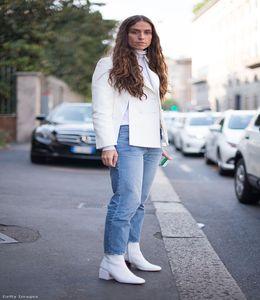 73e607a9f1 Míg pár évvel ezelőtt a fehér körömcipők, aztán meg a tornacipők voltak  divatban, addig a téli szezon egyik legnagyobb slágere a bársony- és  metálfényű ...