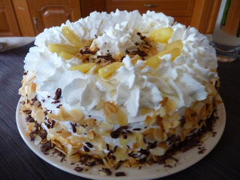 Almakrémes torta