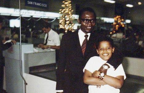 Apja, idősebb Barack Obama Nyangoma-Kogelo falucskából jött Kenyából