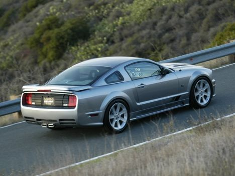 Ford_Mustang_2005_Saleen_38