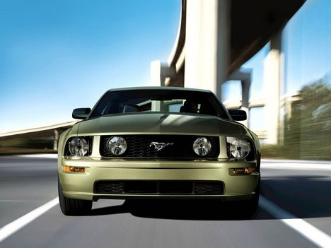 Ford_Mustang_GT_Gold
