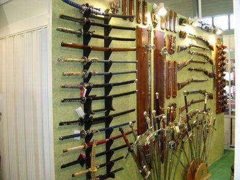 Kardok, fegyverek