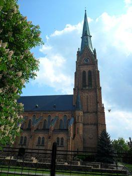 Bátaszéki templom 83m magas