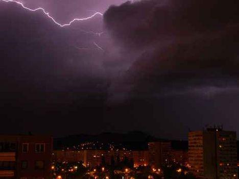Lila villám a Pilis felett 2010,05,24,
