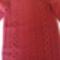 piros -pulcsi csavarásokkal