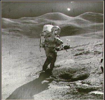 idegenek figyelték a holdra szállást?