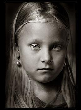 Ani - lány gyöngyfülbevalóval