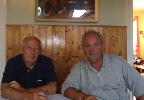 Az egyházközösség elnöke, Szóka László és a kántor, Tóth Lajos, 2008