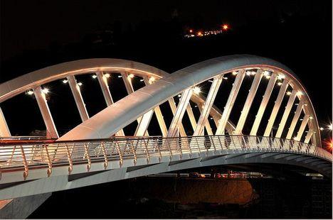 új híd este 2