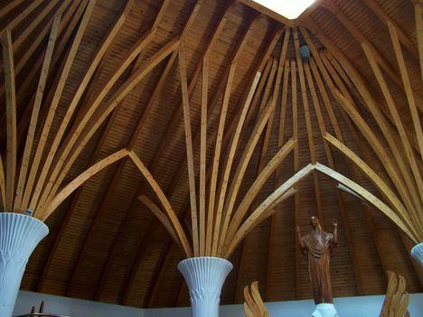 Erdély, Csíkszereda, Makovecz Imre temploma 12