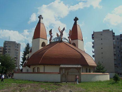 Erdély, Csíkszereda, Makovecz Imre temploma 13