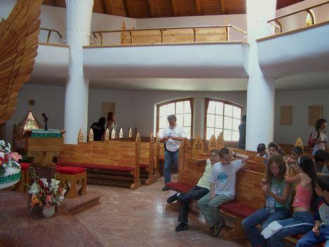 Erdély, Csíkszereda, Makovecz Imre temploma 1