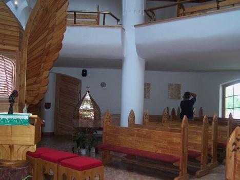 Erdély, Csíkszereda, Makovecz Imre temploma 7