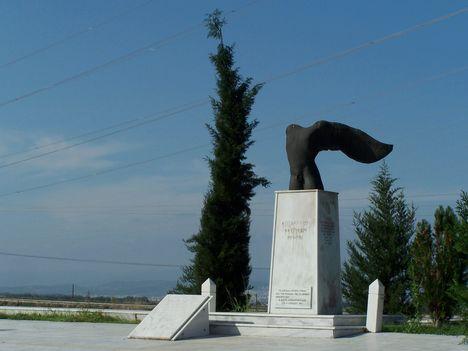 Görögország,  a Thermopülai-szoros, Leonidász király szobra, a spártai katonák sírfelirata 2