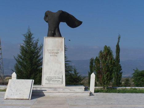 Görögország,  a Thermopülai-szoros, Leonidász király szobra, a spártai katonák sírfelirata 6