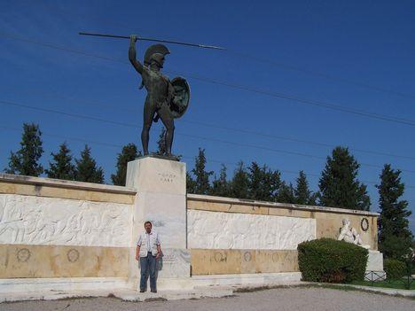 Görögország,  a Thermopülai-szoros, Leonidász király szobra, a spártai katonák sírfelirata 7