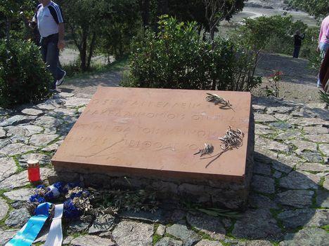 Görögország,  a Thermopülai-szoros, Leonidász király szobra, a spártai katonák sírfelirata 8