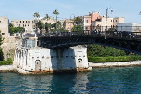 Forgó híd a Félszigetre