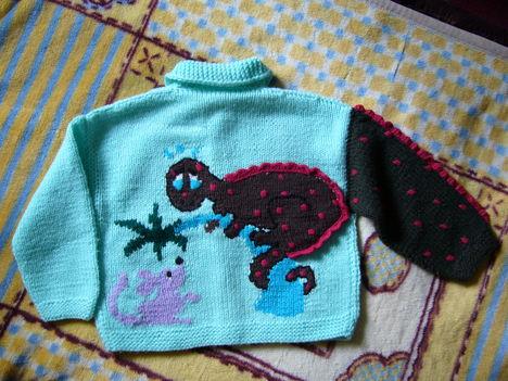 072- Sárkányos gyermekpulóver -háta