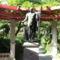 """""""Ókori"""" szobor a parkban"""