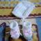 048- Fehér sapka és kiscipő