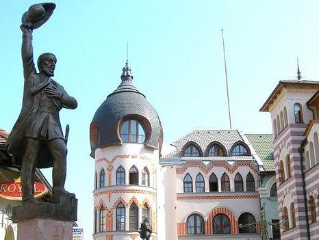 Kossuth Lajos komáromi szobra