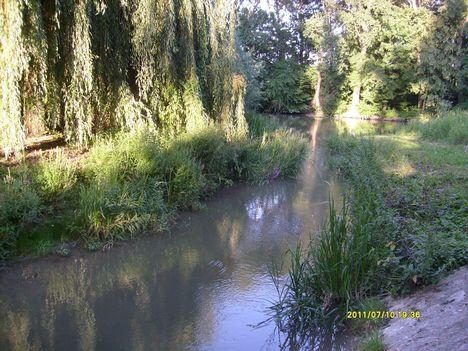 Levente-árok, itt folyik a Duna vize a Rudolf- ligetbe