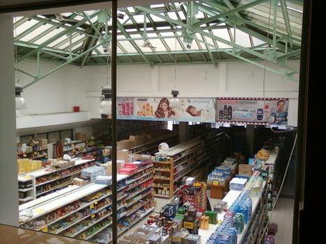 Egy áruház a Népstadionnál