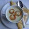 Karfiolkrémleves, fokhagymás sajtos kiflikarikával