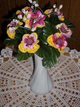 Kedves Erzsébet klubtársaim!Nagyon boldog névnapot kívánok!Marika