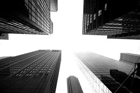 Manhattan-i utcán felnézve