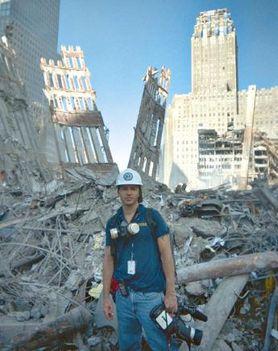 Óriási törmelékhalmaz és faldarabok a WTC berobbantása után