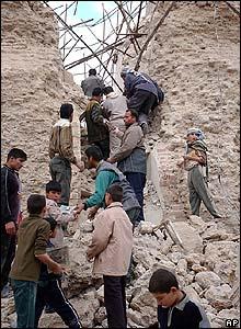 Történelmi falakra hullott amerikai bombák Irakban