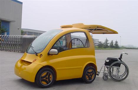 Elektromos autó kerekesszékes vezetéssel