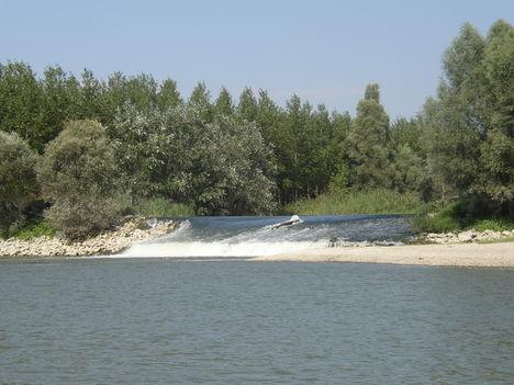 Pókmacskási zárás, Ásványráró, Szigetközi hullámtéri vízpótlórendszer