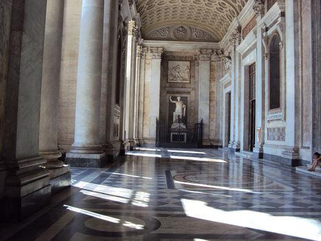 A laterani_bazilika előcsarnoka