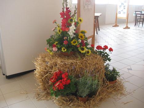 Kiállitás: Virágkompzició - Dömötörné Giczi Anett munkája