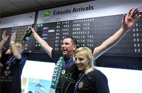 ünneplés a reptéren