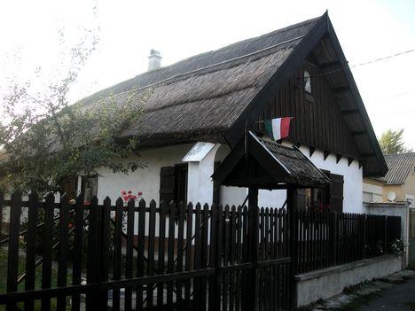 A falu műemlék jellegű házikója