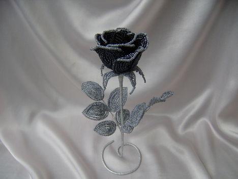 Kovácsoltvas rózsa