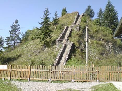 Lépcsők a Rákóczi várhoz
