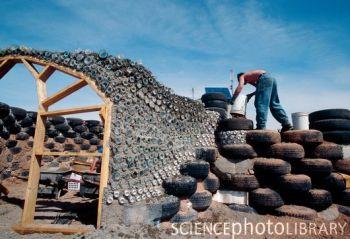 újrahasznosított anyagokból építkezés