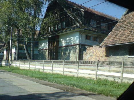 Laktanya épületek