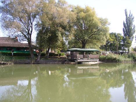 Mosoni-Duna, Halászi, Party csárda