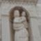 A Szirti Madonna szobra a bejárat felett