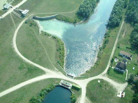 A Mosoni-Duna felső betápláló zsilipjei és a szivárgócsatorna Rajkánál, Légifelvétel