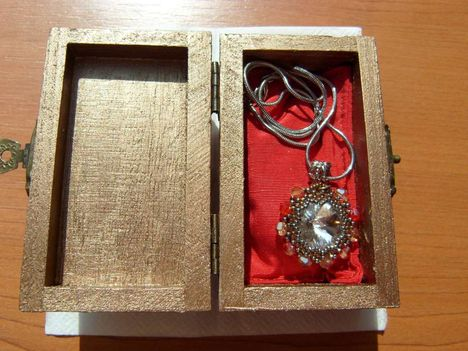 arany-kristály-piros medál dobozban
